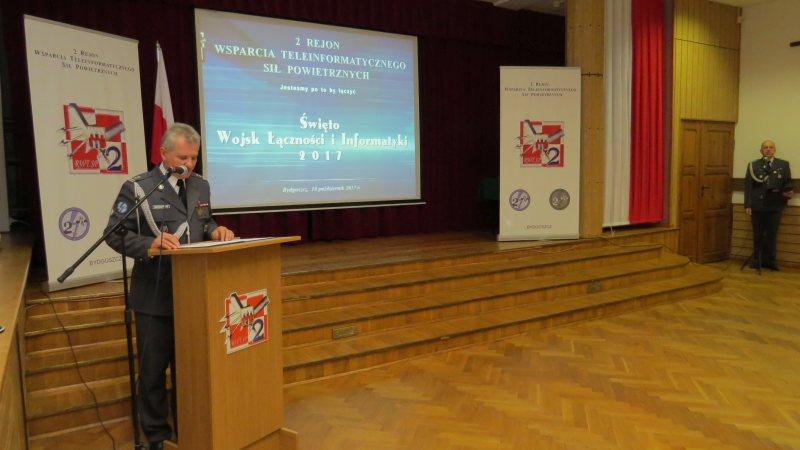 Fotoreportaż z uroczystości z okazji Święta Wojsk Łączności i Informatyki
