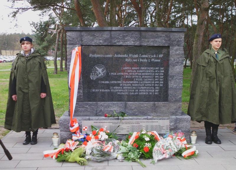 Fotoreportaż z udziału w uroczystości odsłonięcia tablicy pamiątkowej w parku 2. KOP na bydgoskim Błoniu w dniu 27.04.2017 r.